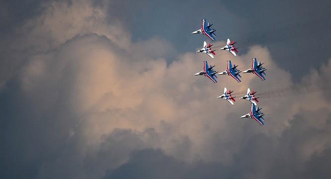 Đội hình bay tiêm kích Su-27 của