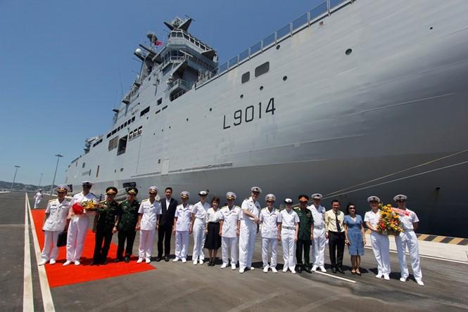 Chiến hạm tấn công đổ bộ lớp Mistral của Pháp thăm Cam Ranh trong tuần đầu tháng 5/2016