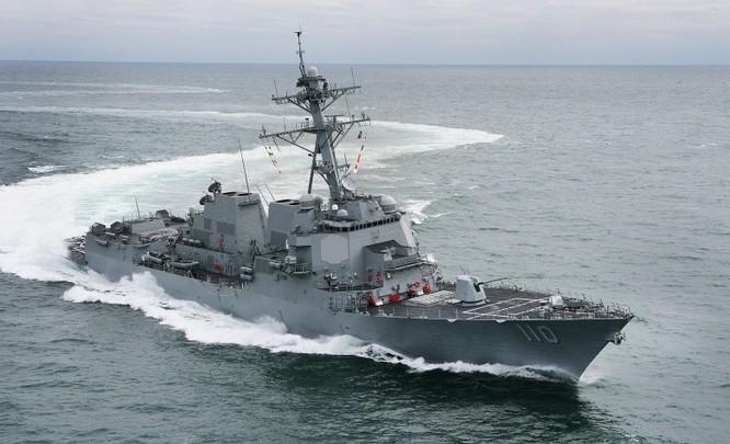 Khu trục hạm William Lawrence vừa tuần tra sát Đá Chữ Thập ở quần đảo Trường Sa