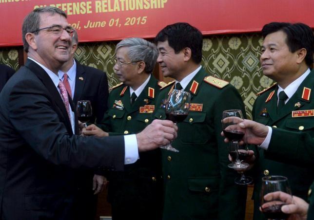 Bộ trưởng quốc phòng Mỹ Carter thăm Việt Nam, làm việc với lãnh đạo Bộ Quốc phòng