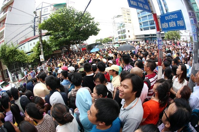 Người Sài Gòn ra đường đón Tổng thống Obama ảnh 6