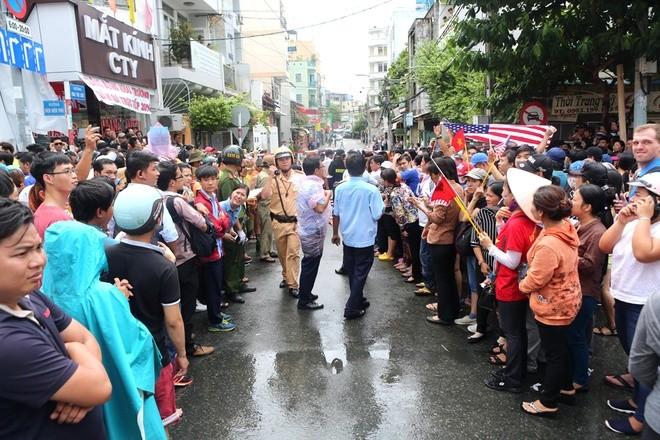 Người Sài Gòn ra đường đón Tổng thống Obama ảnh 9