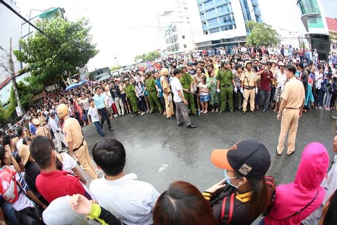 Người Sài Gòn ra đường đón Tổng thống Obama ảnh 8