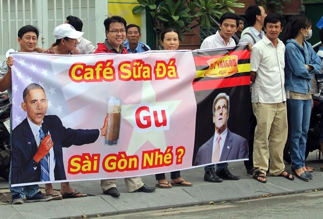 Người Sài Gòn ra đường đón Tổng thống Obama ảnh 1