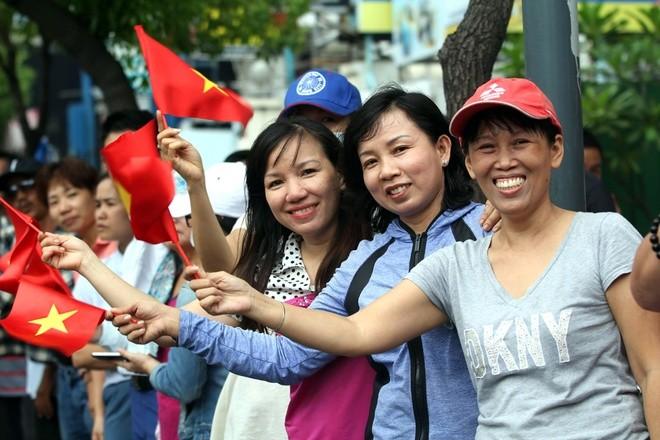 Người Sài Gòn ra đường đón Tổng thống Obama ảnh 2