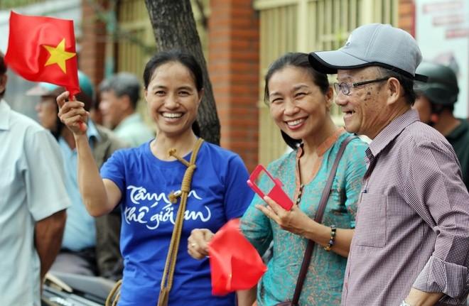 Người Sài Gòn ra đường đón Tổng thống Obama ảnh 3