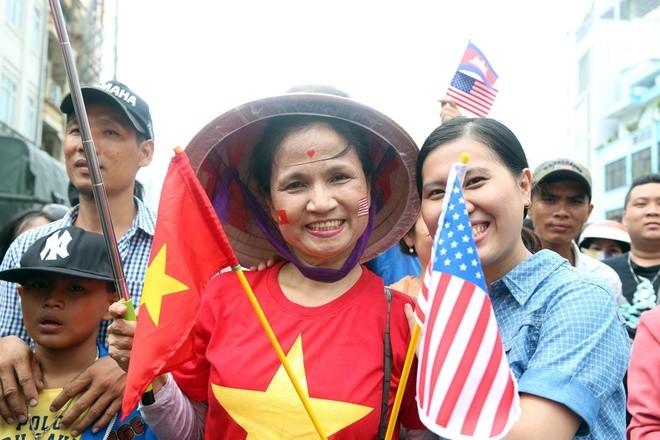 Người Sài Gòn ra đường đón Tổng thống Obama ảnh 7