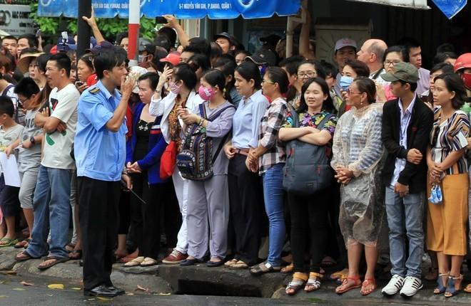 Người Sài Gòn ra đường đón Tổng thống Obama ảnh 12