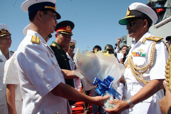 Chiến hạm Ấn Độ lần đầu vào vịnh Cam Ranh ảnh 1