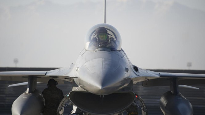 Việt Nam có thể quan tâm tới loại máy bay trinh sát-săn ngầm P-8 hoặc P-3 và tiêm kích F-16 của Mỹ
