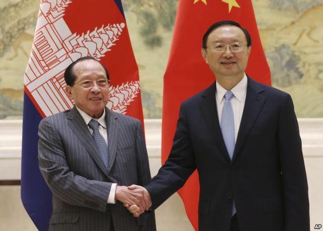 Ủy viên Quốc vụ Viện Trung Quốc Dương Khiết Trì tiếp Bộ trưởng Ngoại giao Campuchia Hor Namhong tại Bắc Kinh
