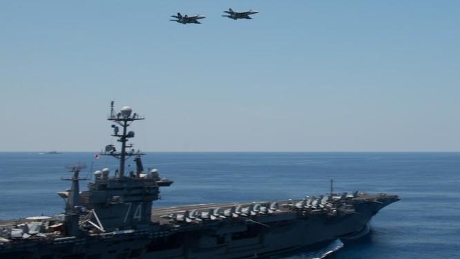 Cụm tác chiến tàu sân bay Stennis trên Biển Đông