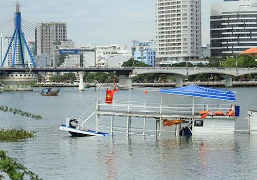 Đà Nẵng cách chức nhiều cán bộ vụ chìm tàu chở 56 người ảnh 1