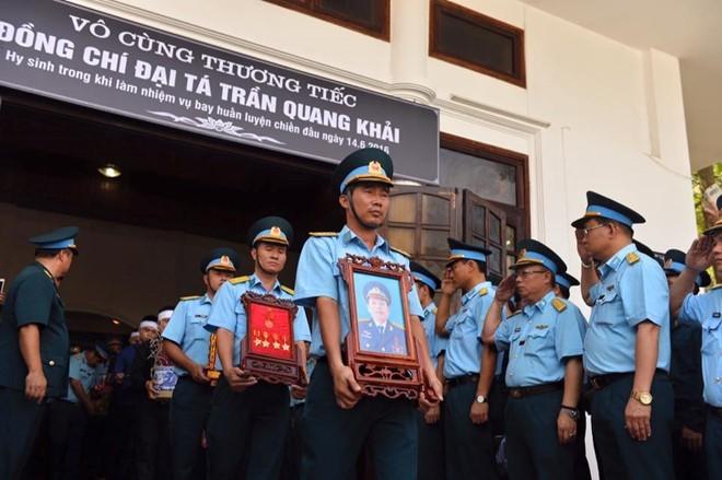 Người dân tiếc thương phi công xuất sắc của không quân Việt Nam ảnh 15