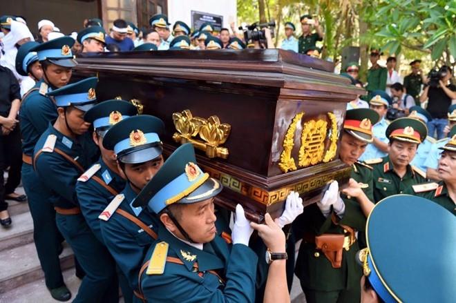 Người dân tiếc thương phi công xuất sắc của không quân Việt Nam ảnh 14