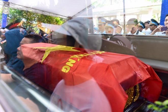 Người dân tiếc thương phi công xuất sắc của không quân Việt Nam ảnh 13