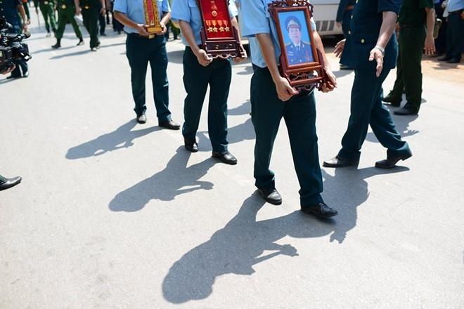 Người dân tiếc thương phi công xuất sắc của không quân Việt Nam ảnh 9