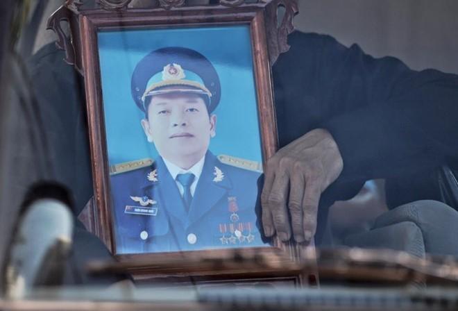 Người dân tiếc thương phi công xuất sắc của không quân Việt Nam ảnh 1