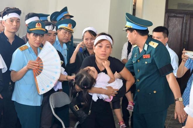 Người dân tiếc thương phi công xuất sắc của không quân Việt Nam ảnh 18