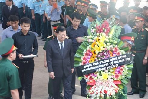Người dân tiếc thương phi công xuất sắc của không quân Việt Nam ảnh 22