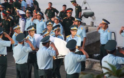 Người dân tiếc thương phi công xuất sắc của không quân Việt Nam ảnh 24