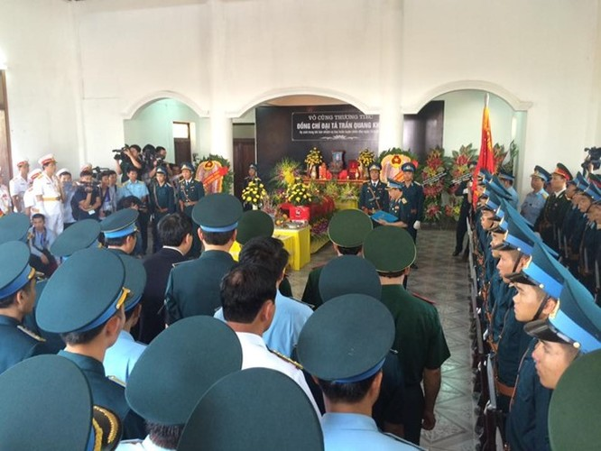 Người dân tiếc thương phi công xuất sắc của không quân Việt Nam ảnh 21