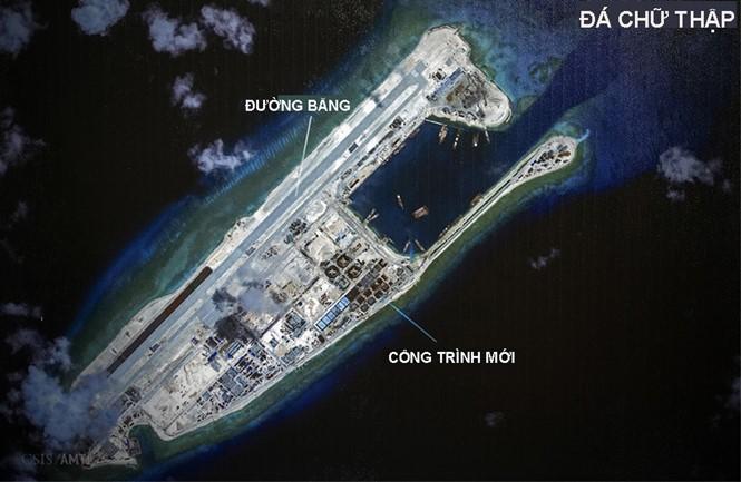 Đá Chữ Thập sau khi được cải tạo thành đảo nhân tạo có diện tích lớn nhất Trường Sa với một đường băng dài 3km. Mỹ cho rằng việc Trung Quốc xây đảo nhân tạo chẳng khác nào làm bia cho đối phương tấn công