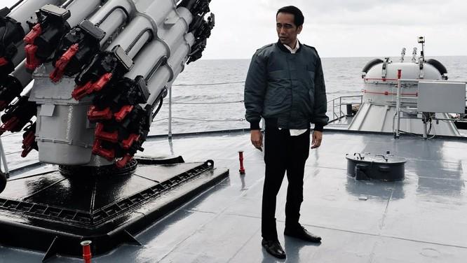 Tổng thống Indonesia gần đây đã đích thân tới quần đảo Natuna và tổ chức một cuộc họp ngay trên chiến hạm, tỏ rõ thái độ cứng rắn đối với Trung Quốc