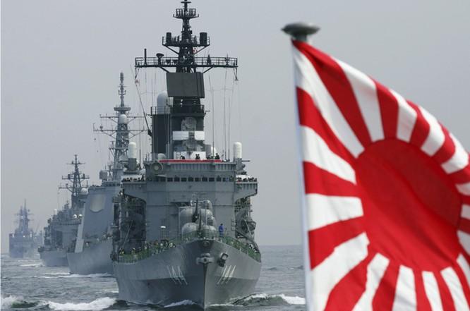 Chiến hạm hải quân Nhật Bản diễn tập trên biển