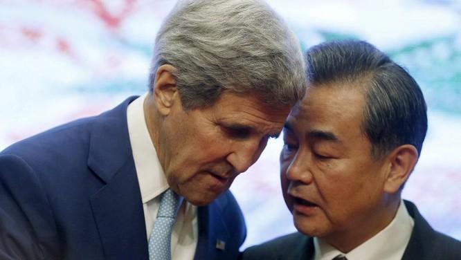 Ngoại trưởng Mỹ John Kerry và ông Vượng Nghị