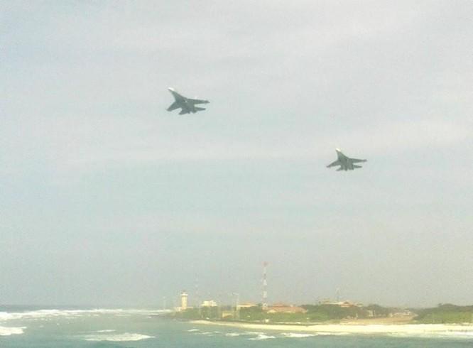 Chiến đấu cơ Su-30MK2 của không quân Việt Nam bay tuần tra ở quần đảo Trường Sa