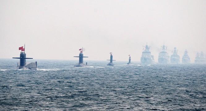 Tàu ngầm và chiến hạm mặt nước của hải quân Trung Quốc tập trận trên biển