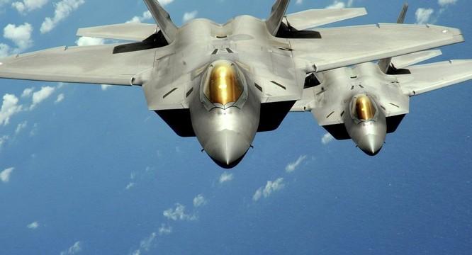Phi đội chiến đấu cơ tàng hình tối tân F-22 Raptor