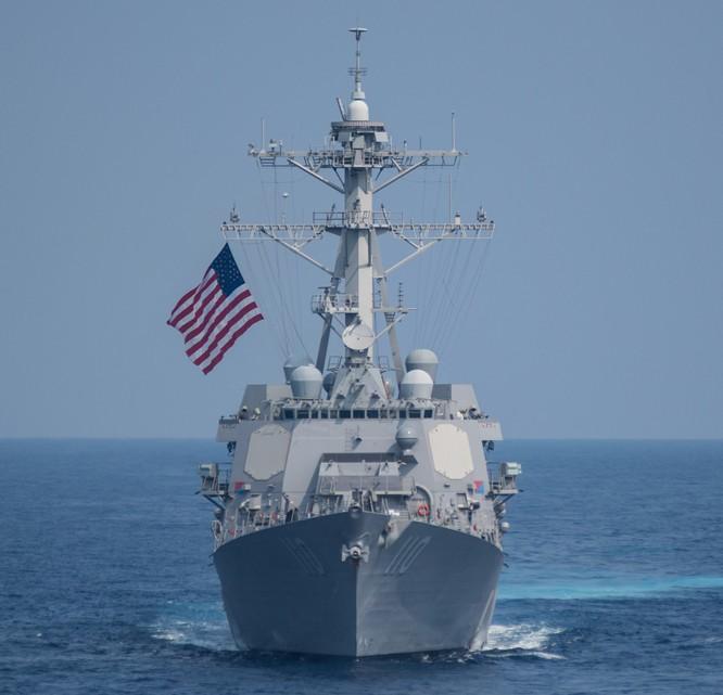 Khu trục hạm William Lawrence của Mỹ từng tuần tra sát Đá Chữ Thập ở quần đảo Trường Sa