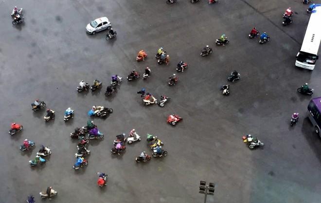 Hà Nội: Nhiều tuyến phố ngập nặng và mất điện vì mưa to, gió giật mạnh ảnh 13