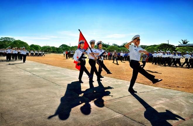 Duyệt đội ngũ trên đảo Trường Sa Lớn