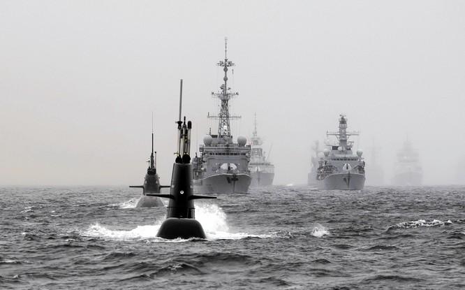 Hải quân NATO tập trận trên biển