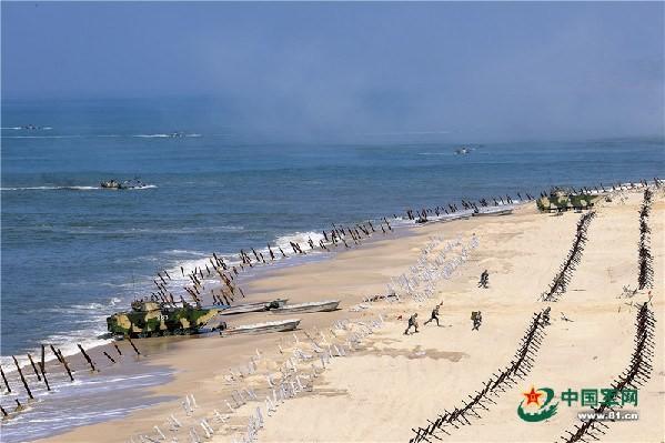 Quân đội Trung Quốc tập trận đổ bộ chiếm đảo