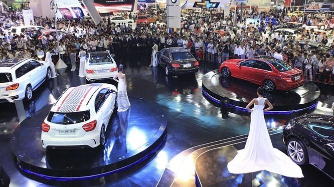 Các cuộc triển lãm ô tô ở Việt Nam luôn thu hút rất đông khách tham quan