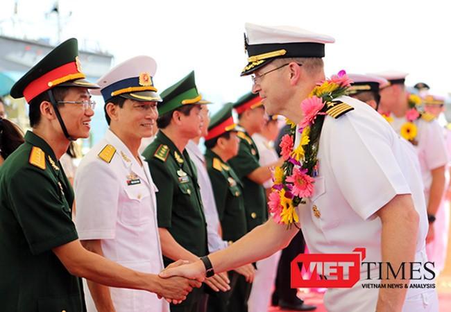 Hải quân Mỹ thăm và giao lưu với hải quân Việt Nam tại Đà Nẵng