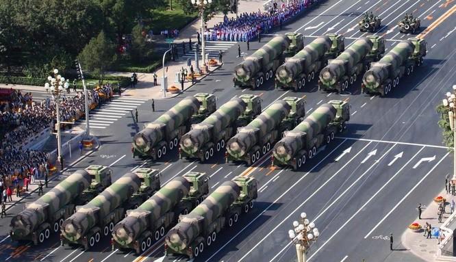 Trung Quốc phô trương sức mạnh tên lửa trong cuộc duyệt binh