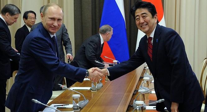 Hai nhà lãnh đạo Nga và Nhật Bản gần đây thường xuyên tiếp xúc