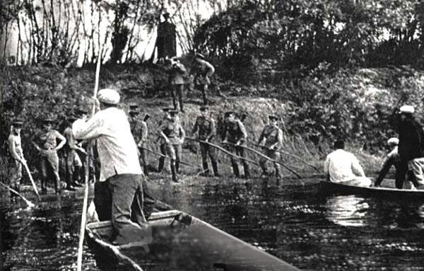 Biên phòng Liên Xô chặn người Trung Quốc tìm cách đổ bộ lên đảo Damanski ở biên giới Xô-Trung