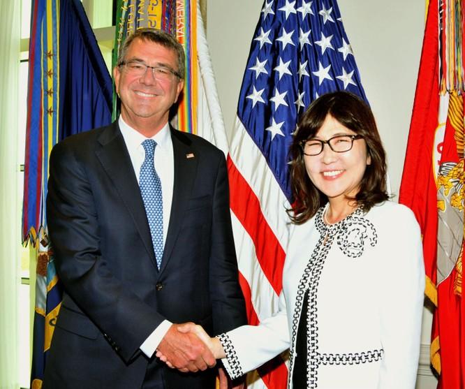 Nữ bộ trưởng Inada và người đồng cấp Mỹ Ash Carter