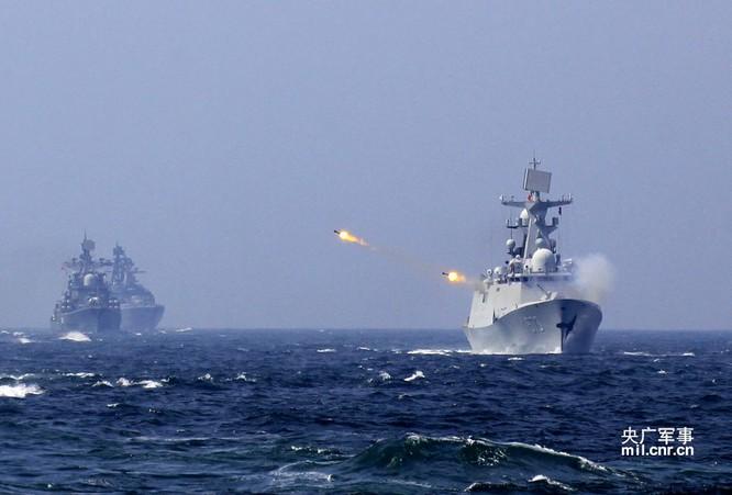 Chiến hạm hải quân Trung Quốc khai hỏa trong một cuộc tập trận gần đây
