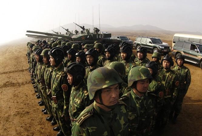 Binh sĩ Trung Quốc ở quân khu Thẩm Dương tập trận