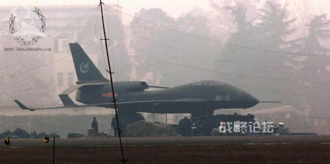 Trung Quốc đã chế tạo được những UAV cỡ lớn, tầm hoạt động xa