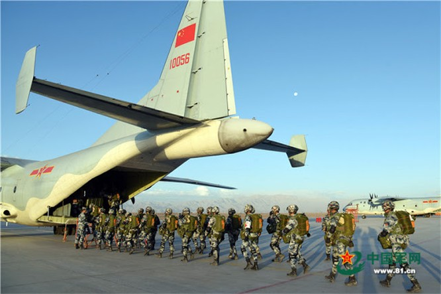 Lính dù Trung Quốc tham gia diễn tập