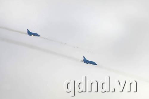 Máy bay Su 22 phóng tên lửa vào sở chỉ huy địch
