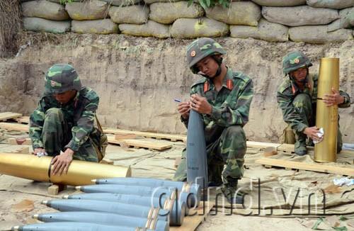 Chuẩn bị đạn cho Pháo 130mm